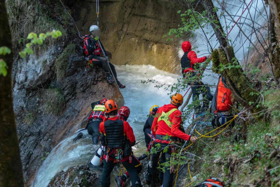 Rettungskräfte konnten nur noch die leblosen Körper bergen.