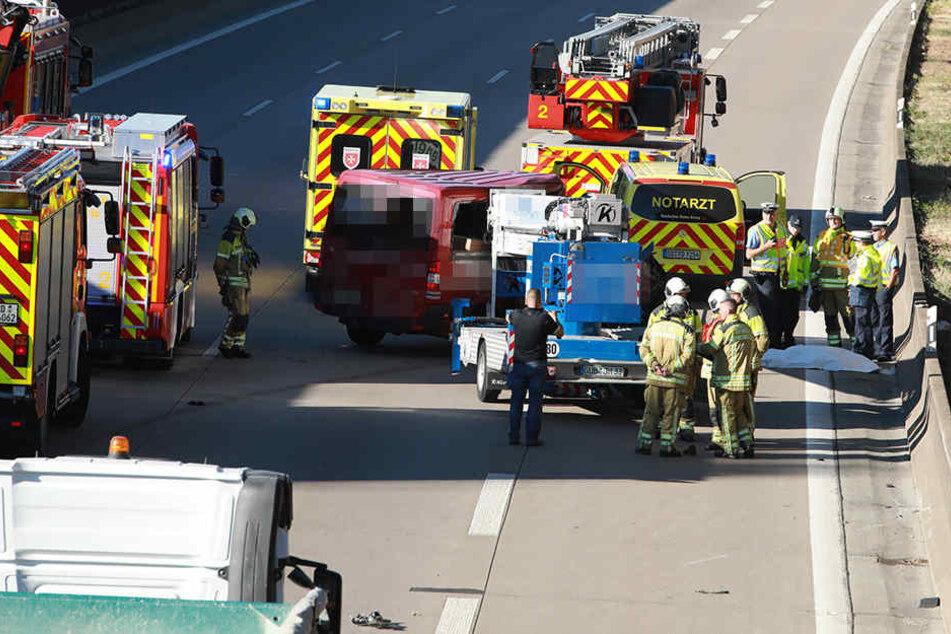 Vollsperrung auf A4! Toter und mehrere Verletzte bei Unfall