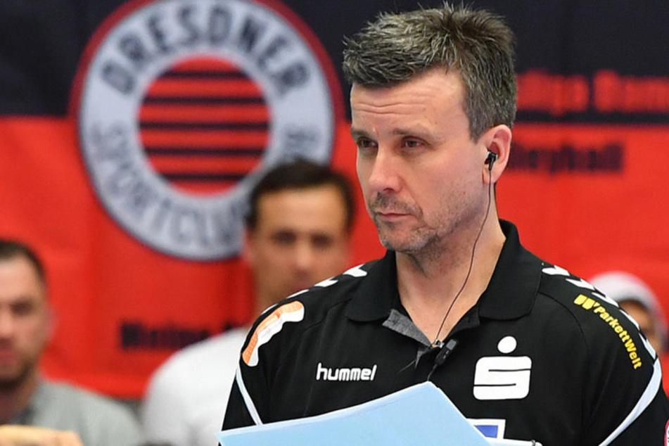 Sollte der Trainer Rückfragen haben, kann er seinen Experten kontaktieren und bekommt die Antworten aufs Ohr.