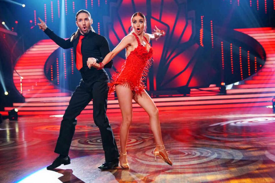 """Sänger Gil Ofarim (34) und seine Partnerin Ekaterina Leonova (30) müssen am Freitagabend unter anderem mit einem """"Impro-Dance-Extreme"""" Jury und Publikum überzeugen."""