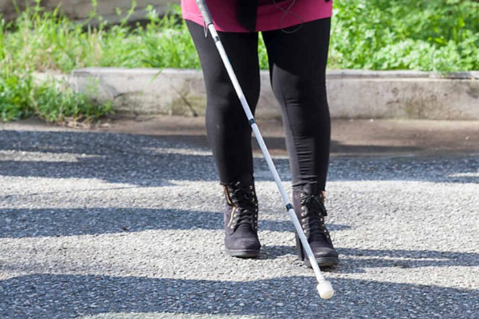 Eine 28 Jahre alte blinde Frau ist am Montagabend in Heidelberg Opfer eines Diebes geworden. (Symbolbild)