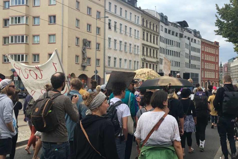 Zu Hunderten zogen die Demonstranten durch die Leipziger Innenstadt, um für den Erhalt der Clubkultur zu demonstrieren.