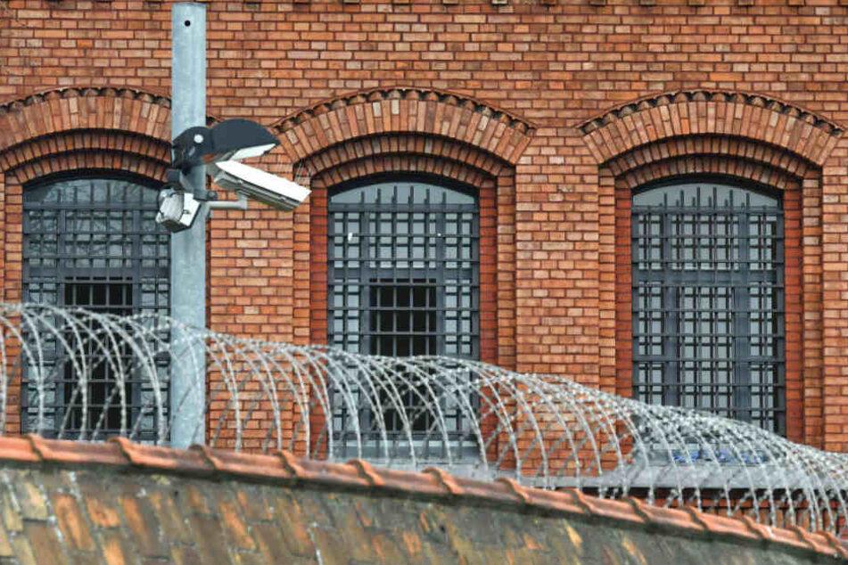 In einem Berliner Gefängnis kam es zu einem Rohrbruch. (Symbolbild)
