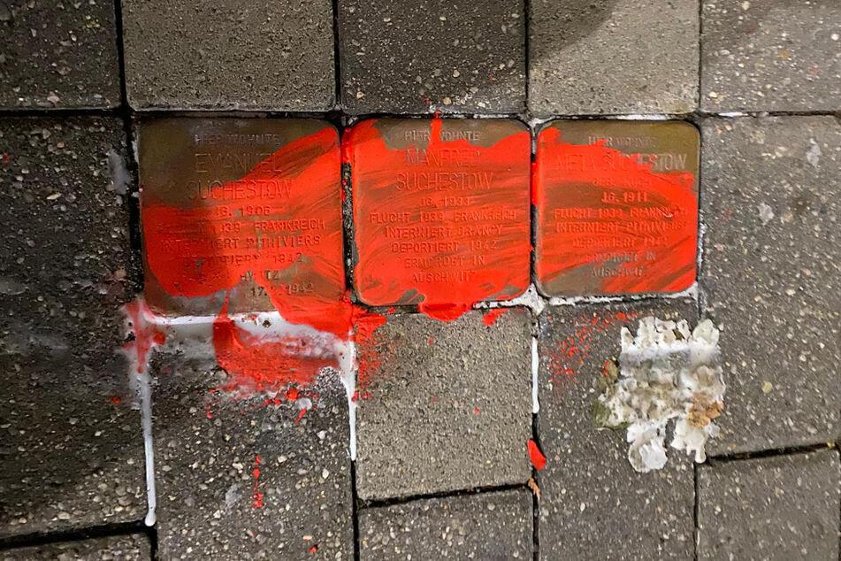 """""""Es ist einfach nur beschämend"""": Stolpersteine in Eilenburg mit roter Farbe beschmiert"""