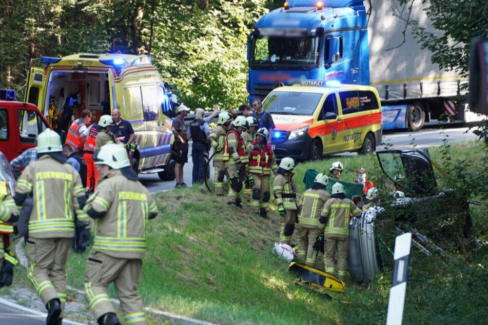 Krankenwagen, Notarzt und Feuerwehr vor Ort.