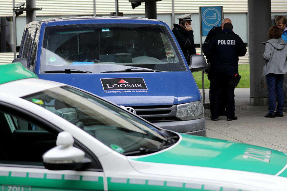 Der Geldtransporter war am Mittwochmorgen von zwei Maskierten überfallen worden.