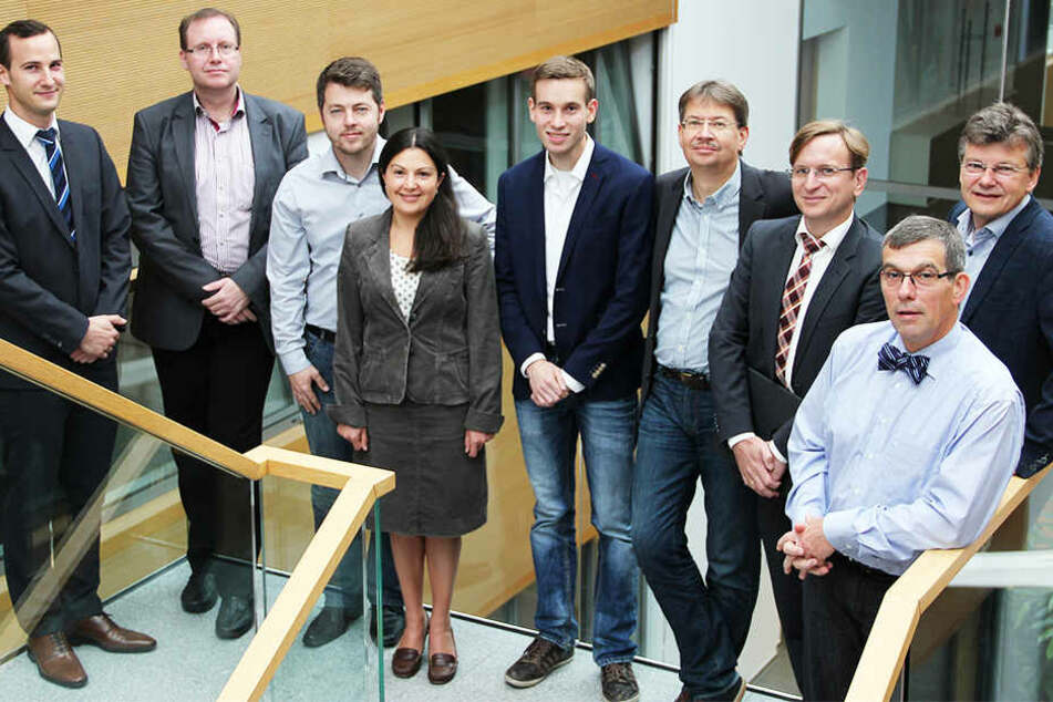 "Die Partner des Projekts ""smartBN"" (von links): Emmanuel Thony, Michael Hübner, Mark Funk, Helene Dörksen, Matthias Scharf, Volker Lohweg, Alexander Knobloch, Johannes Schaede, Hans-Jürgen Danneel"