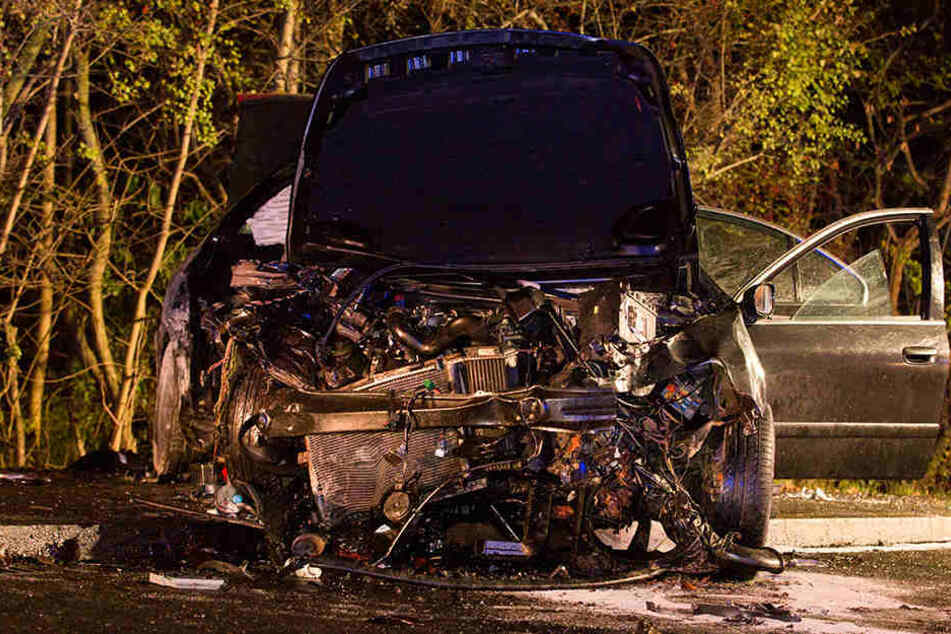 Der Peugeot wurde bei dem Crash völlig zerstört.
