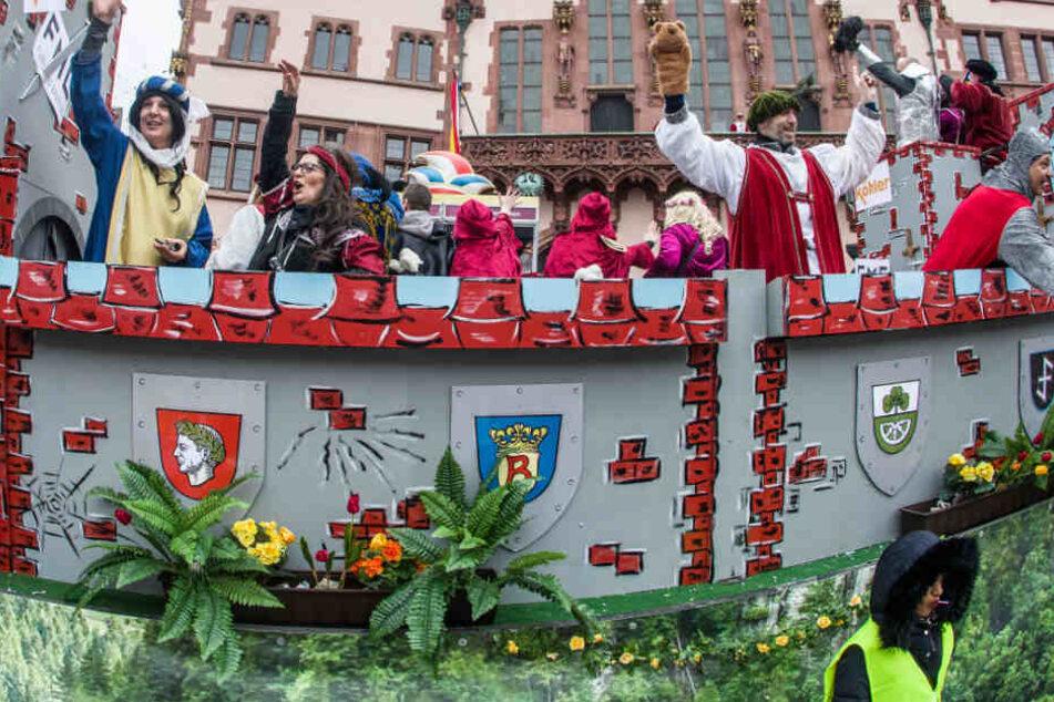 Fröhliche Narren: Fastnachtszug in Frankfurt, Fulda, Gießen und Wiesbaden