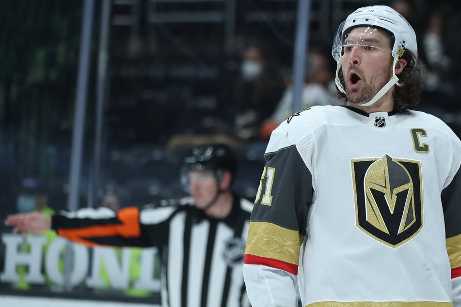 NHL: Sun shines on Vegas as the Golden Knights win eight straight and clinch a playoff spot
