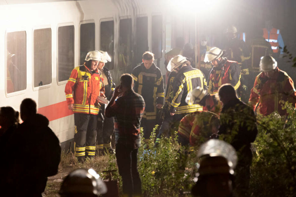 Rettungskräfte an der Unglücksstelle.