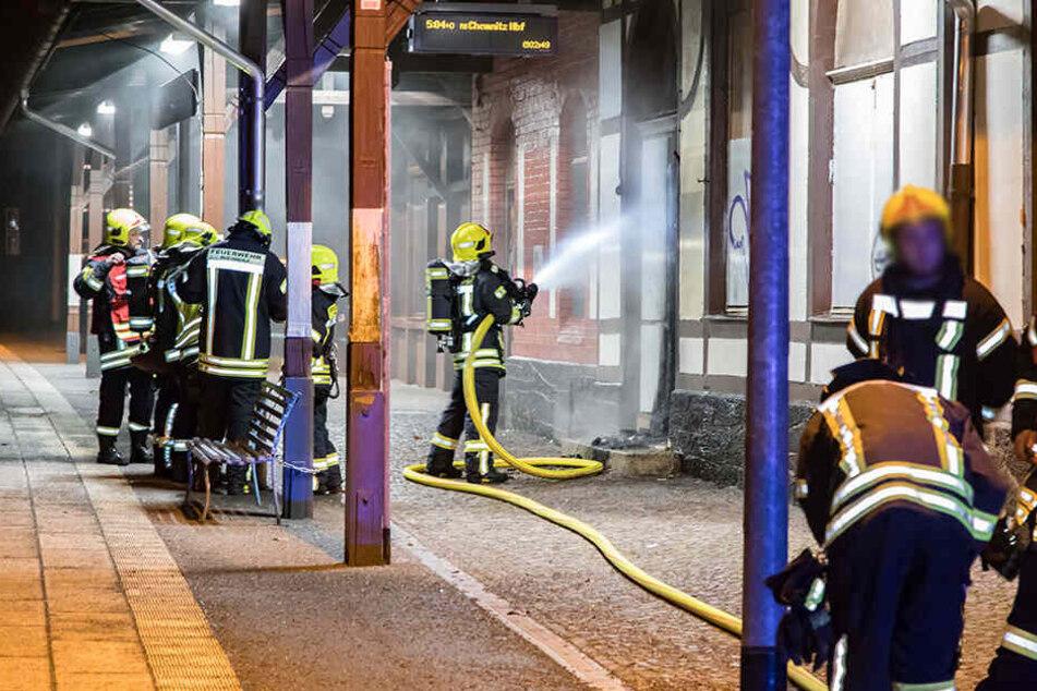 Der Brand an der Tür konnte durch die Einsatzkräfte schnell gelöscht werden und somit konnte sich das Feuer nicht weiter ausbreiten.