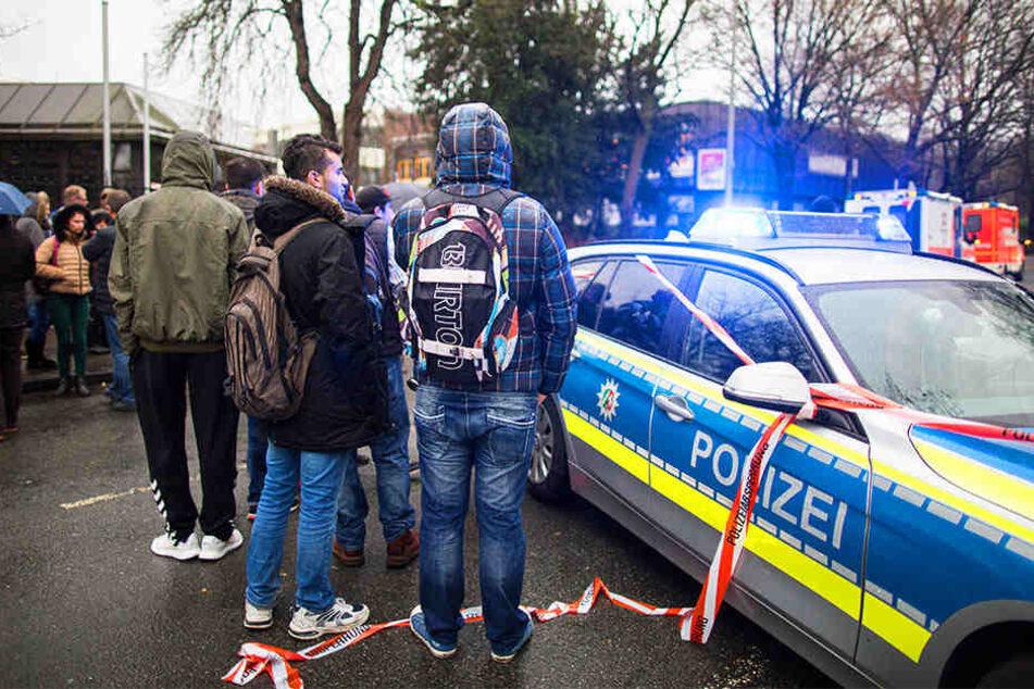Amokalarm? Polizei mit Großaufgebot an Berufskolleg