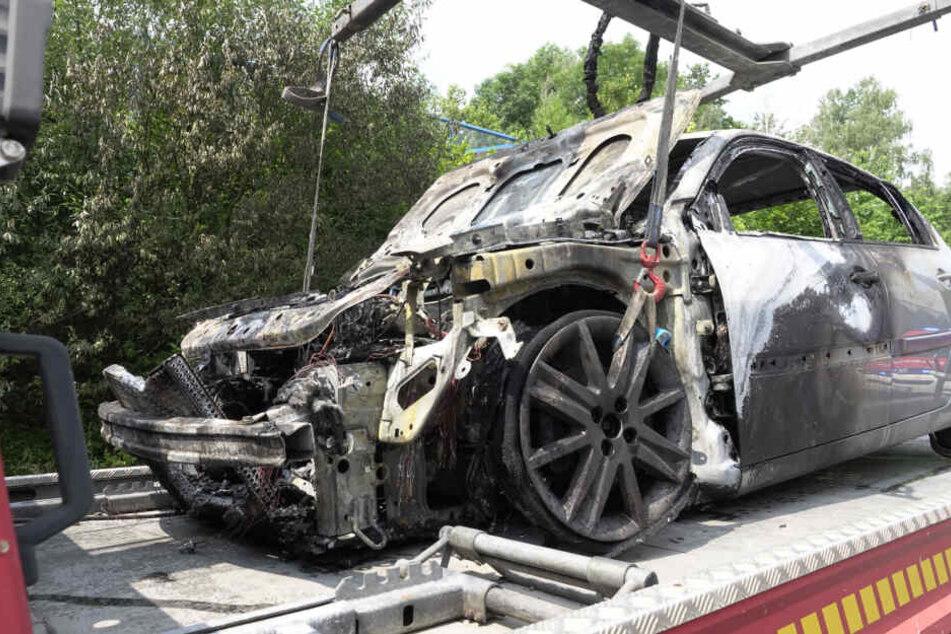 Der Renault brannte fast vollständig aus.