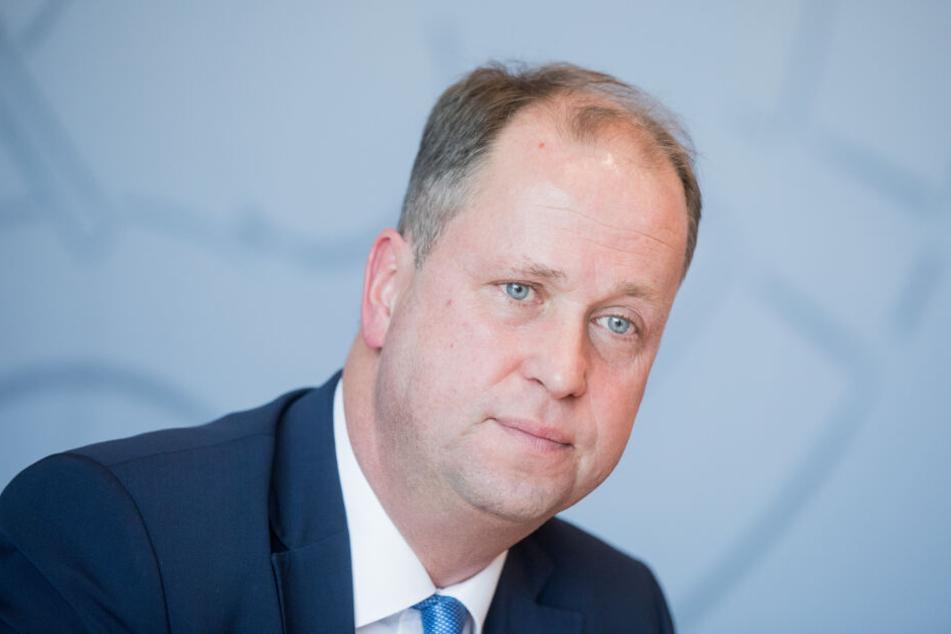 NRW-Integrationsminister Joachim Stamp (48) will gut integrierte Zuwanderer schneller einbürgern