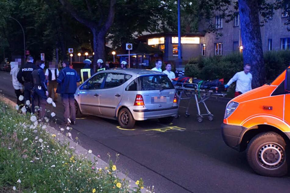 Das Auto kam weniger Meter hinter der Kreuzung zum Stehen.