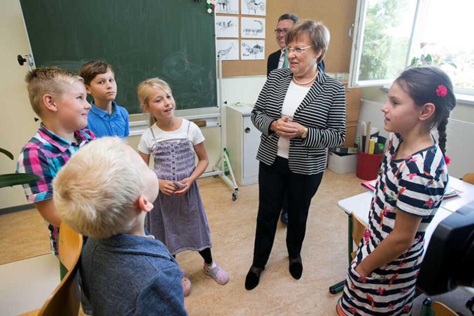 Kultusministerin Brunhild Kurth (63, CDU) zu Besuch im Klassenzimmer.