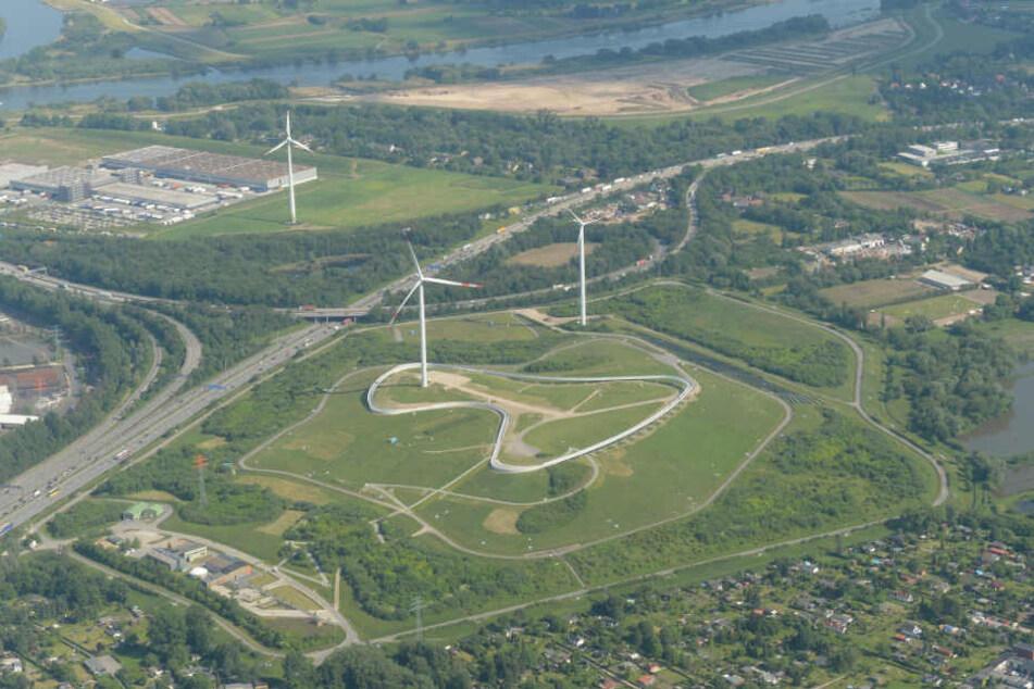 Wie eine ehemalige Deponie genutzt werden kann, demonstriert seit ein paar Jahren der Energieberg Georgswerder.