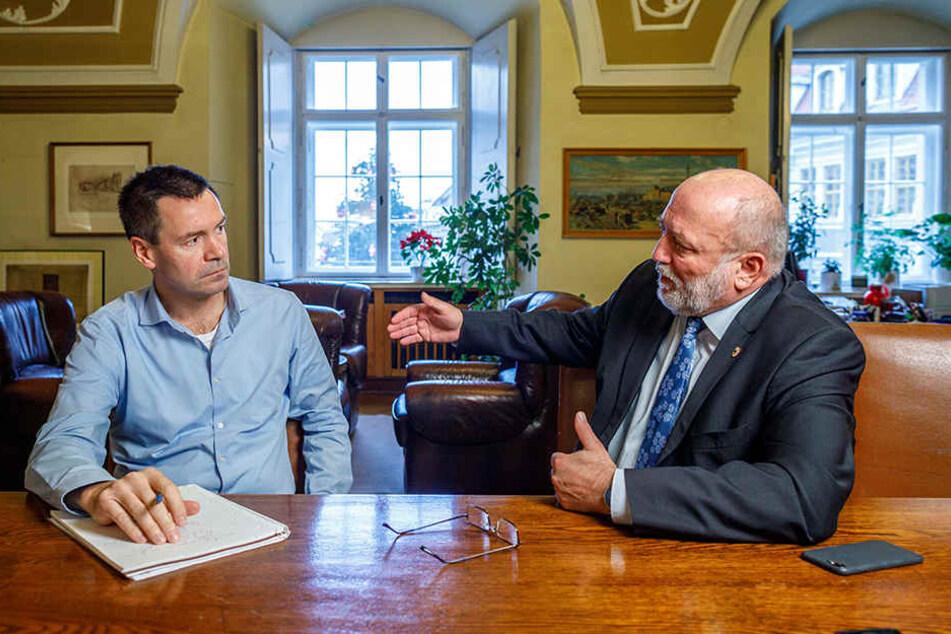 TAG24-Redakteur Markus Griese (inks) im Gespräch mit dem Görlitzer OB Siegfried Deinege.