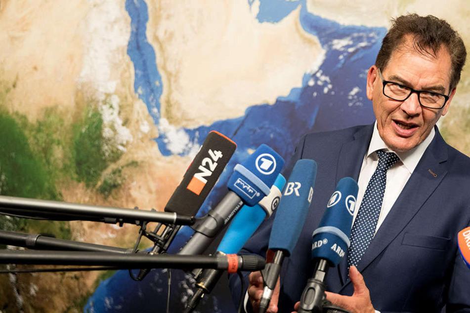 Bundesentwicklungsminister Gerd Müller (61) warnt vor einer riesigen Flüchtlingswelle.