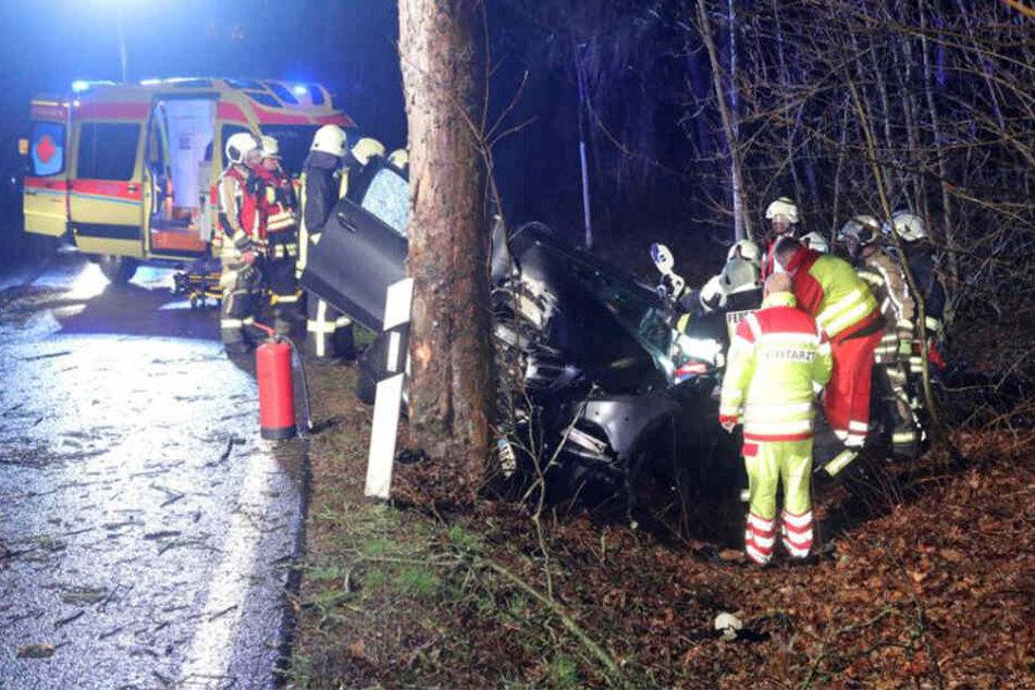 Der heftige Crash ereignete sich auf der Staatsstraße 192 zwischen Grumbach und Tharandt.