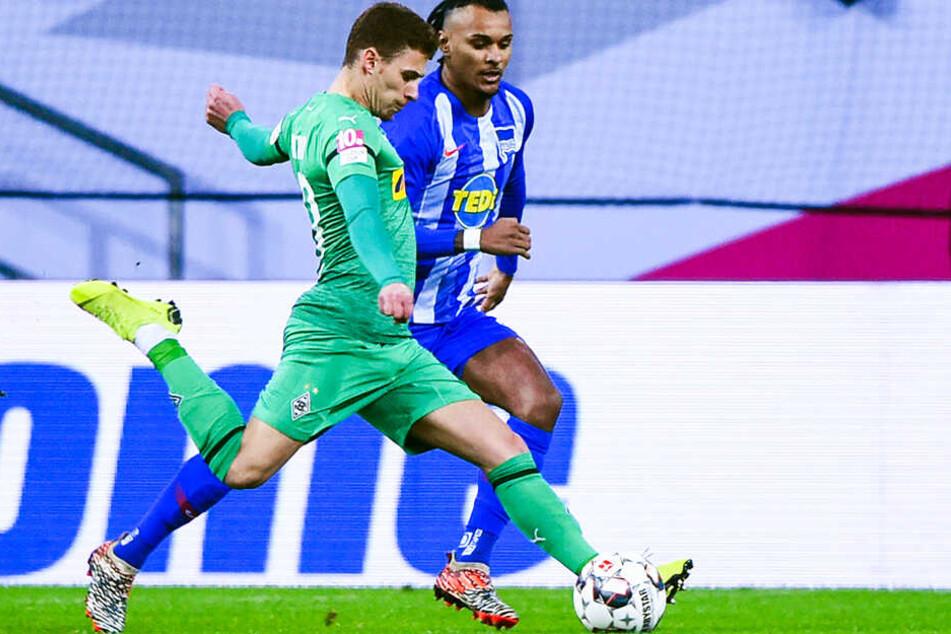 Erzielte das schönste Tor des Cups: Thorgan Hazard (l.) schoss Borussia Mönchengladbach mit einem herrlichen Distanzschuss gegen Hertha BSC ins Finale.