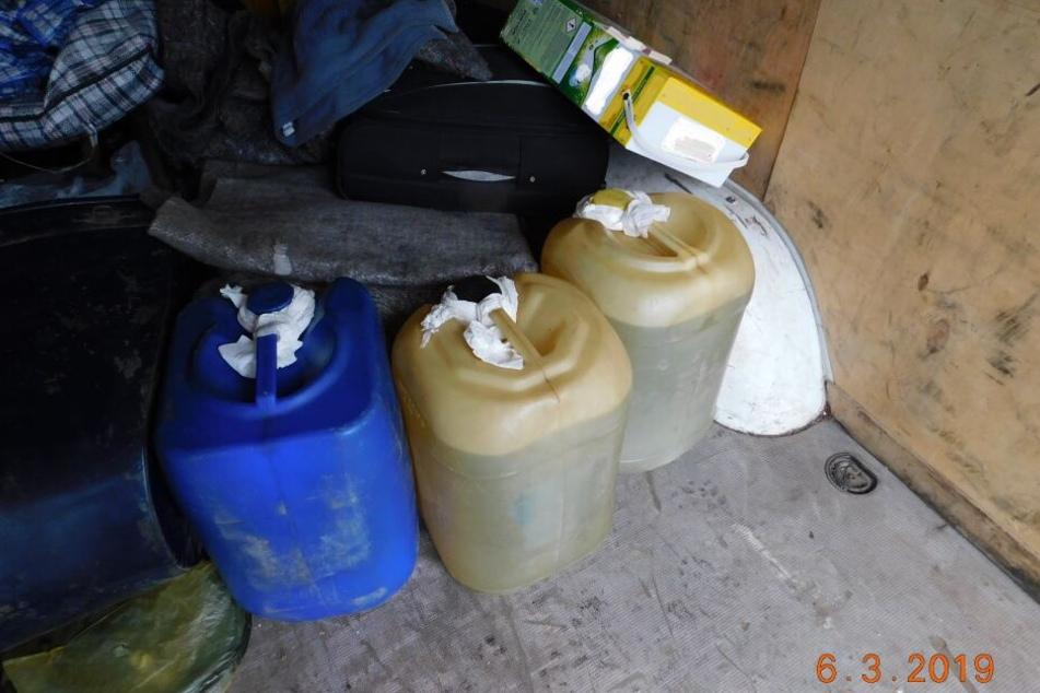 An Bord befanden sich drei Kanister mit jeweils 20 Litern Diesel.