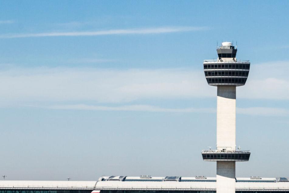 Das Flugzeug musste eine Sicherheitslandung durchführen. (Symbolbild)