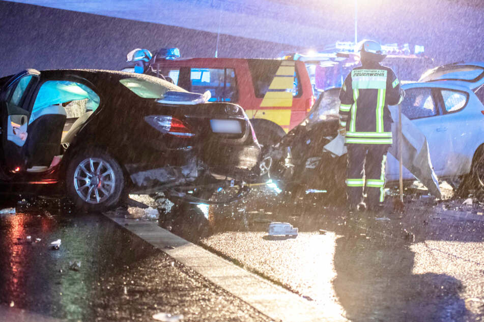 Unfall A66: Tödlicher Unfall an Heiligabend: Geisterfahrer rast mit Hyundai auf der A66 in Mercedes