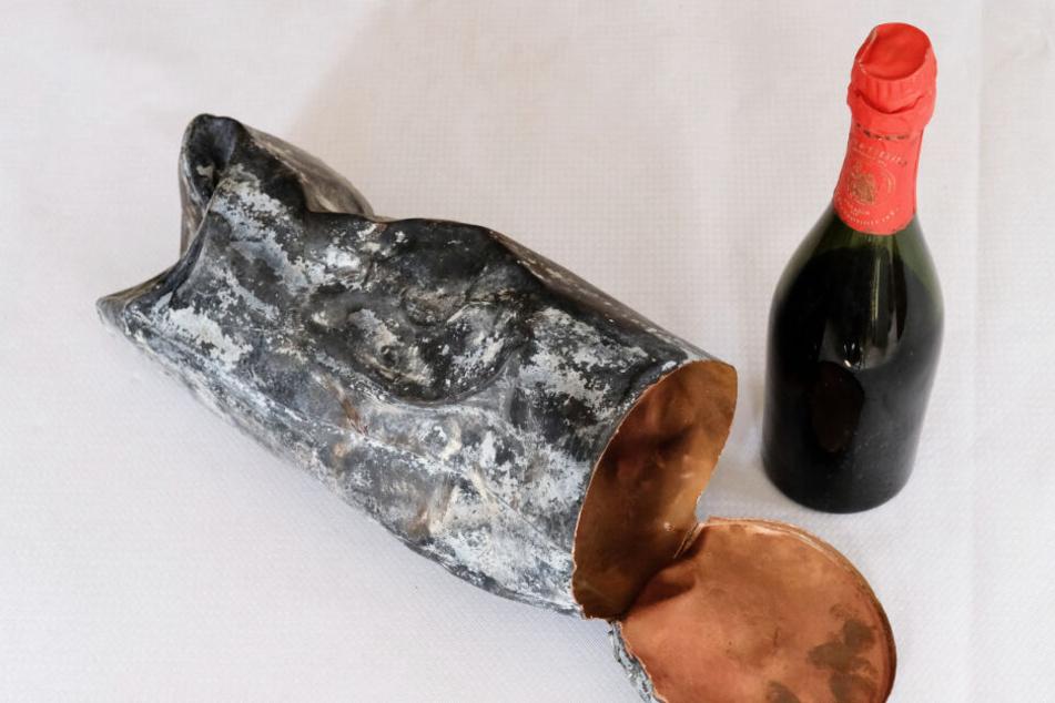 Bei Bauarbeiten an einer Brücke an der Unstrut in Nebra wurde die Flasche in einer Zeitkapsel gefunden.