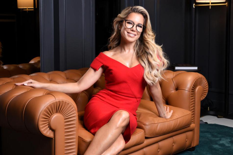 Sylvie Meis verkauft mit ihrem guten Aussehen inzwischen auch Brillen.