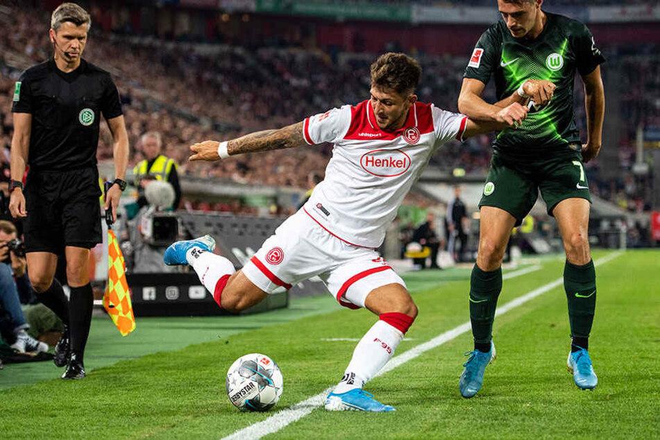 Ball im Aus oder nicht? Über diese Szene diskutiert die Bundesliga