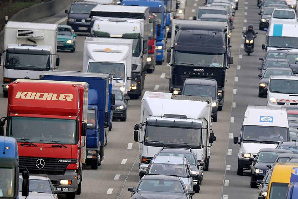 Lkw auf A143 umgekippt: Autobahnauffahrt gesperrt