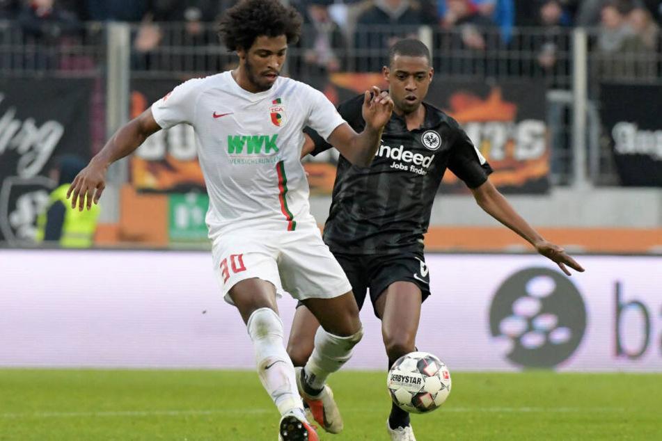 Caiuby (l.) wurde vom FC Augsburg mit sofortiger Wirkung freigestellt. (Archivbild)