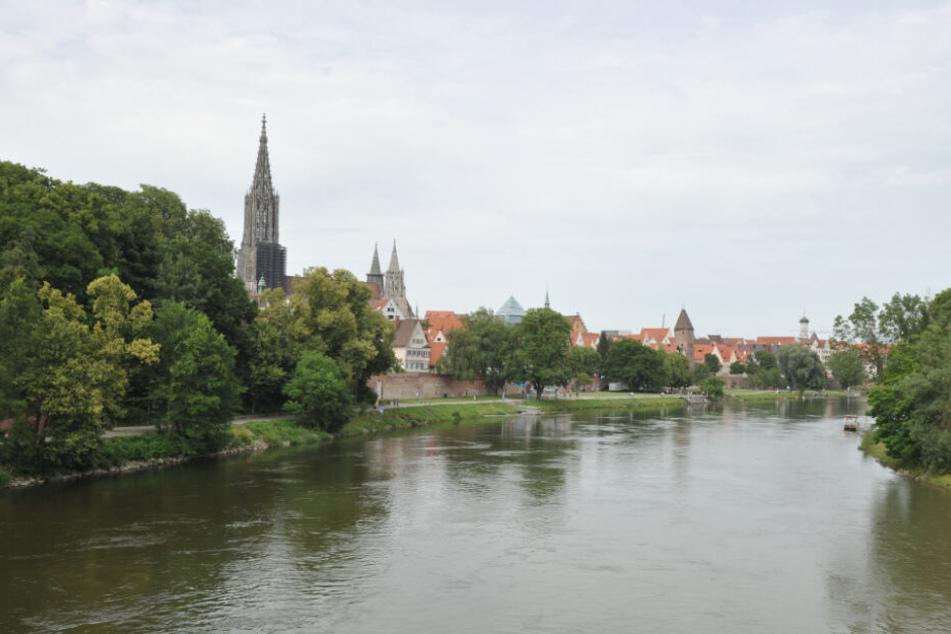 Die Frau tauchte nach ihrem Handy in der Donau.