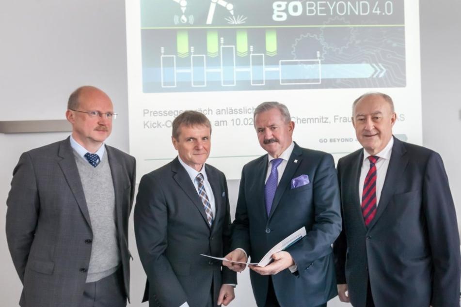 Sie starten am Fraunhofer-Institut die Zukunft: Die Professoren Welf-Guntram Drossel (49), Thomas Otto (59), Reimund Neugebauer (62) und Reinhard R. Baumann (64, v.l.)