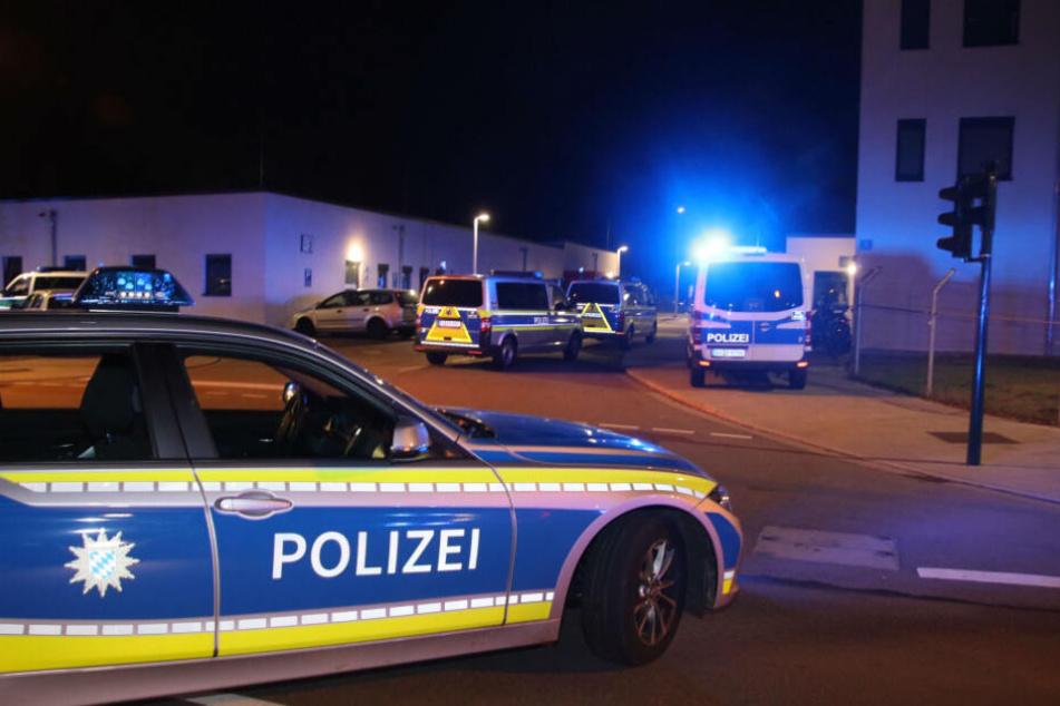 Die Polizei eilte mimt einem Großaufgebot zu dem Einsatz in Regensburg.