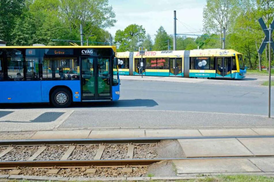 Treffpunkt: Die Linie 1 endet in Schönau. Dort müssen Passagiere in den Bus umsteigen. Die Grünen wollen die Tram-Trasse verlängern.