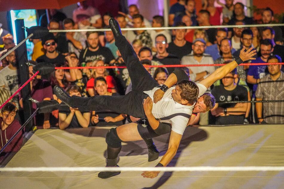 2019 drängelten sich bei der BRN Hunderte Fans um den Wrestling-Ring.