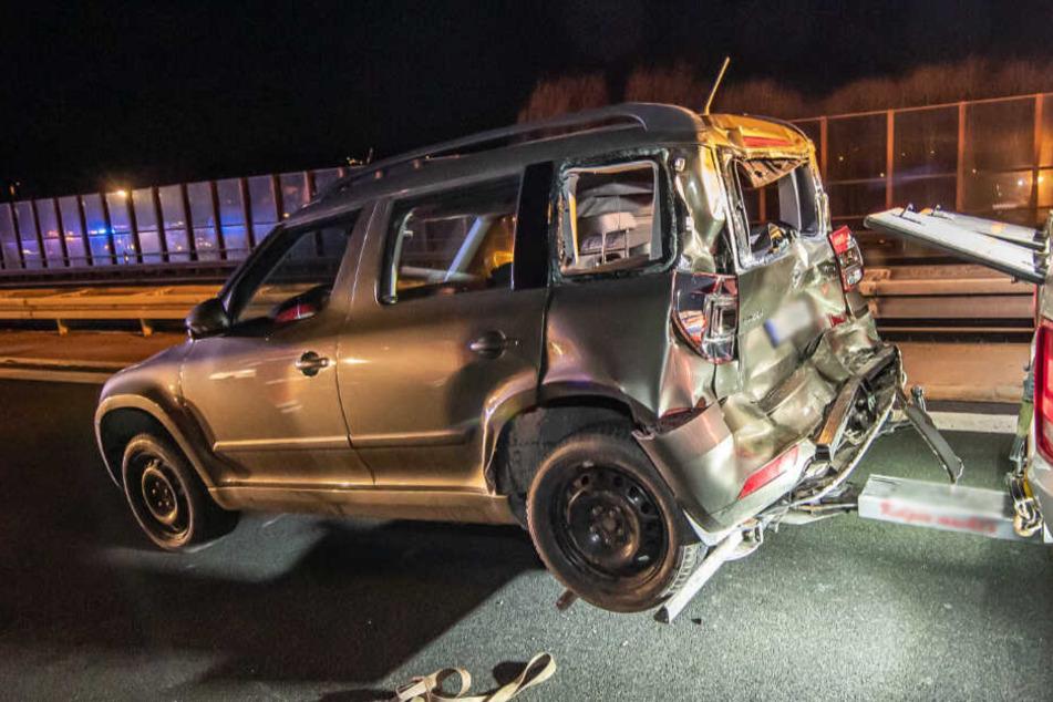 Der Fahrer des Skoda wurde bei dem Unfall schwer verletzt.