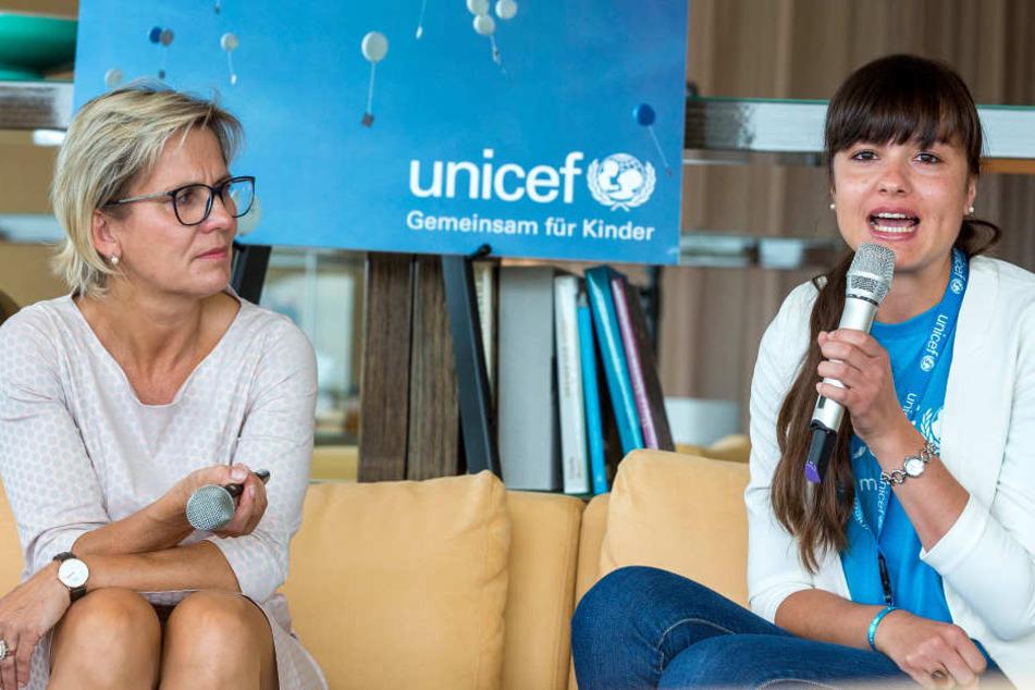 Sarah Winkler (24, Unicef Dresden, re.) und Sozialministerin Barbara Klepsch  (51, CDU).
