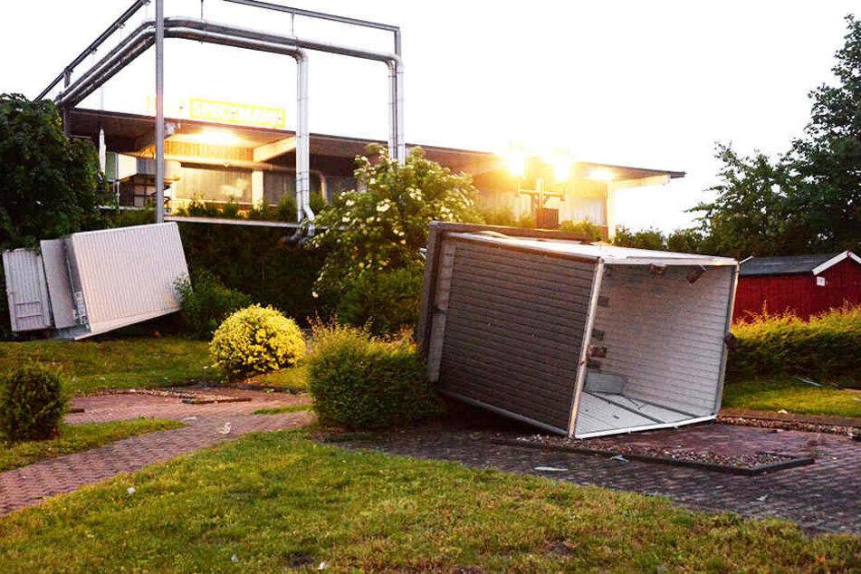 Mini-Tornado richtet große Verwüstung in Halle an
