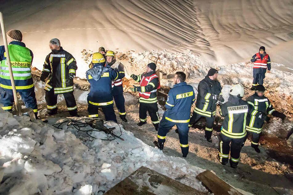 Etwa 40 Kameraden von Feuerwehr und THW waren in Johanngeorgenstadt im Einsatz.