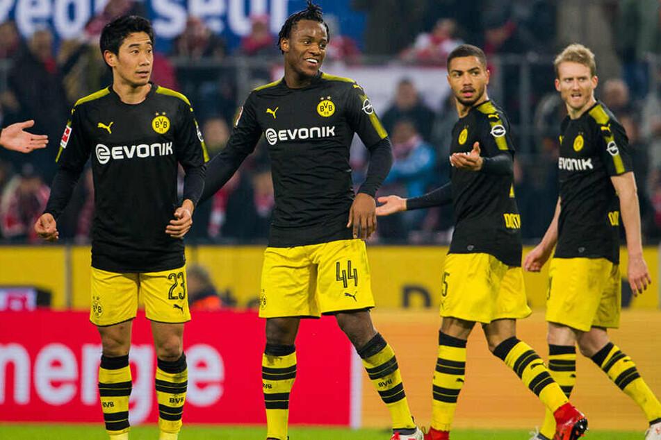 Ein Bild vergangener BVB-Tage. Shinji Kagawa, Michy Batshuayi und André Schürrle (l., 2.v.l. und rechts) haben Dortmund bereits verlassen. Nur Jeremy Toljan (2..v. r.) ist noch da.