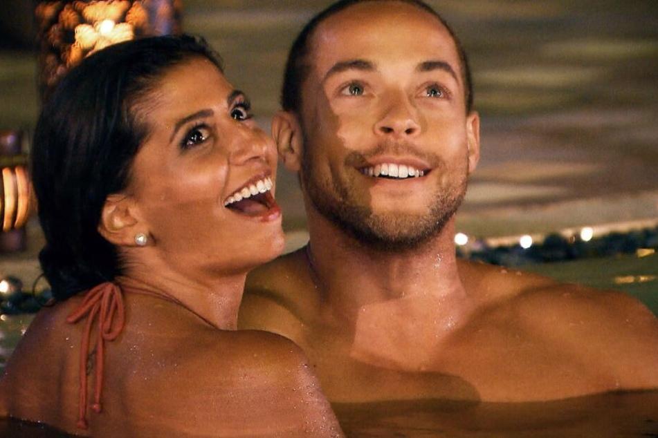 Bei einem Date im Pool kommen sich Evanthia und Andrej gefährlich nah.