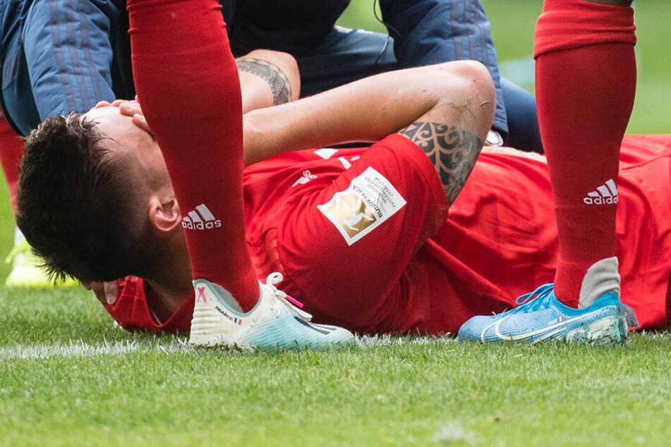 Hände vor dem Gesicht. Niklas Süle wusste wohl schon, was ihm passiert ist.