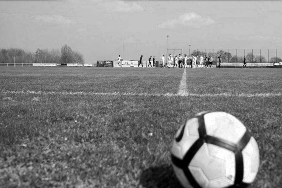 Fußballer bricht beim Training zusammen, kurze Zeit später ist er tot
