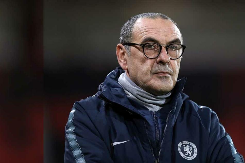 Chelsea-Trainer Maurizio Sarri wird in den kommenden zwei Transfer-Fenstern auf Neuzugänge verzichten müssen.