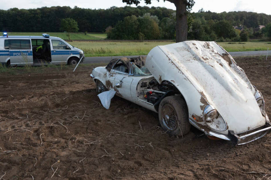 Kontrolle verloren! Fahrer schrottet 120.000 Euro teuren Jaguar
