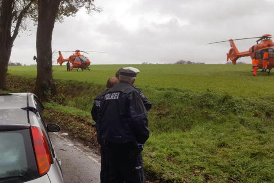 Frau wird bei Unfall in Auto eingeklemmt und schwer verletzt